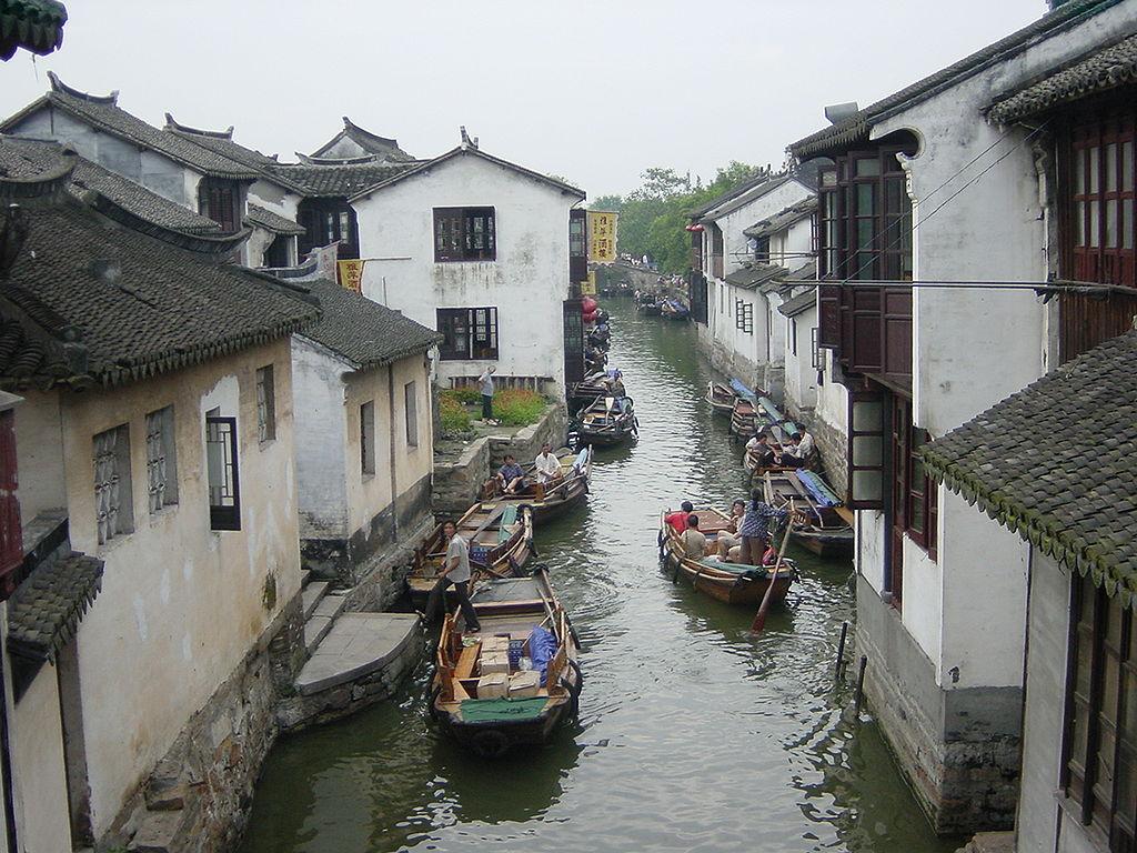 Zhouzhuang in Kunshan. Southern Jiangsu province in China. By Shizhao. From Wikimedia Commons.